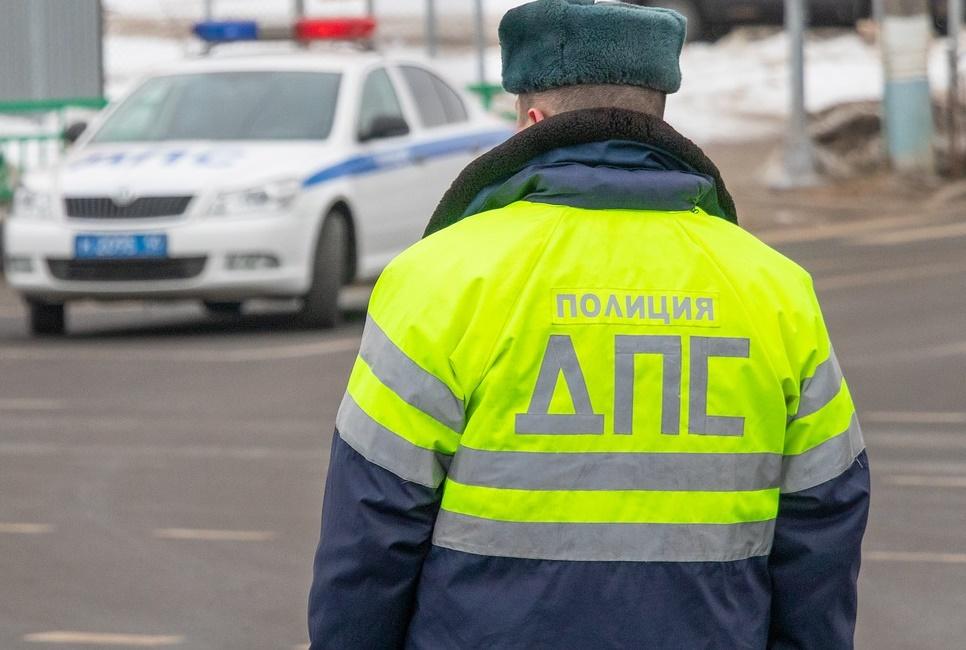 Водитель «Жигулей» на полном ходу сбил инспектора ДПС и скрылся с места происшествия